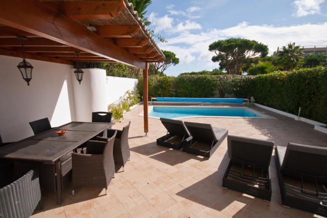 terrace to pool