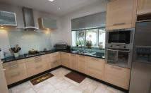 5 bed Detached home to rent in Oak Hill Close...