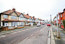 1 bed Flat to rent in Russell Road, London, NW9
