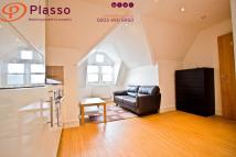 Studio flat to rent in Finchley Road, London...