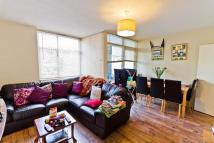 Maisonette to rent in Highbury Quadrant...