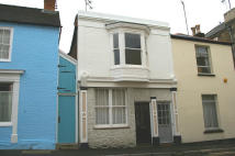 Apartment to rent in Castle Street, Ryde...