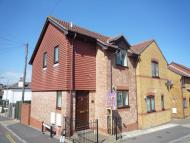 2 bedroom End of Terrace house to rent in High Street, Oakfield...