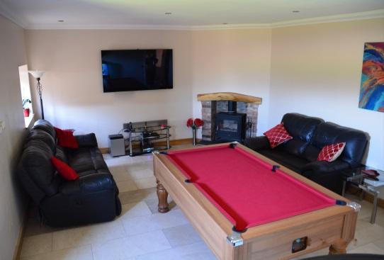 GAMES ROOM/FAMILY ROOM