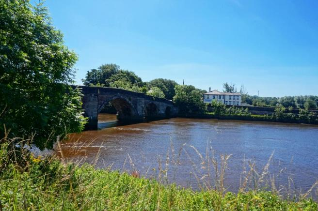 Area. Riverside walks, jogging and cycling