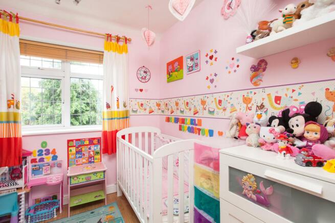 Ideal Young Ladies Bedroom 3