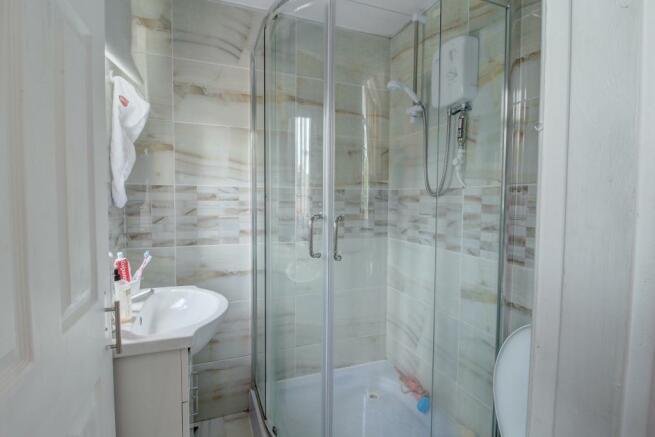 Studio 1 shower room