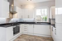 Flat to rent in Bromells Road, Clapham...