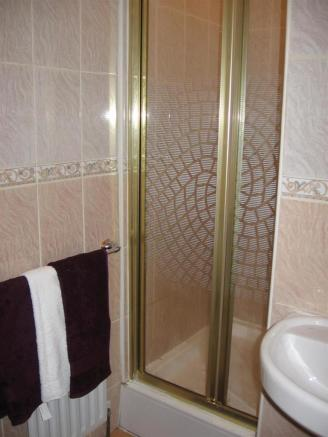 Bathroom1a.JPG