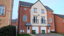 Town House to rent in Home Avenue, Leicester...