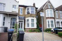 Ground Flat to rent in Springfield Road, London...