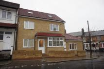 Ground Flat to rent in Ranelagh Road, London...