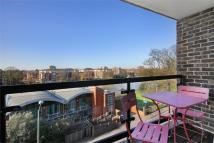 2 bedroom Flat in Robins Court...