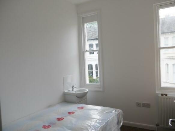 639. Bedroom .JPG