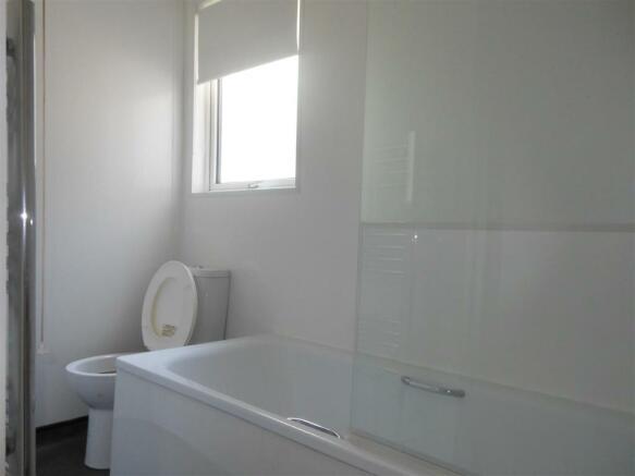 641. Bathroom 1.jpg