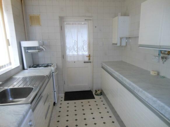 672. Kitchen Y.JPG