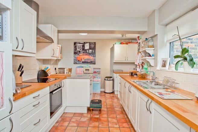 671. Kitchen.jpg