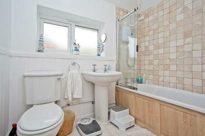 671. Bathroom.jpg