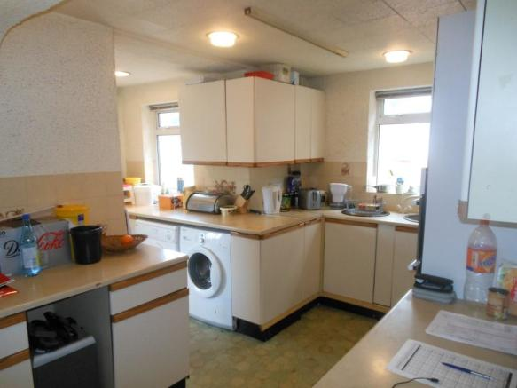 681. Kitchen1.JPG