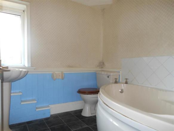 631. Bathroom.JPG