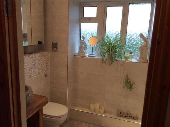689. Bathroom.jpg