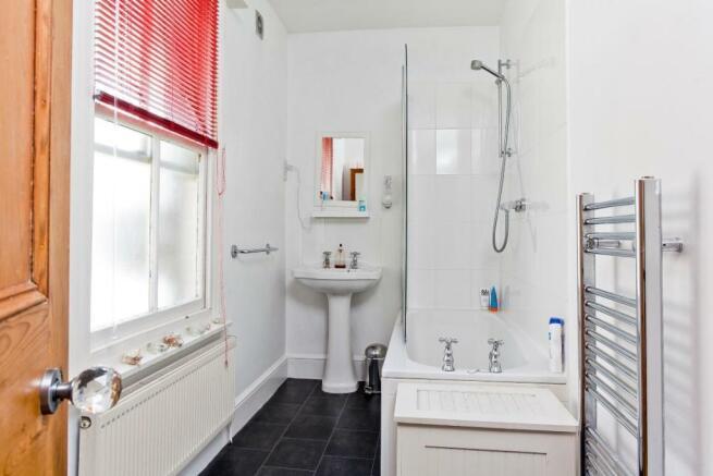 665. Bathroom.JPG