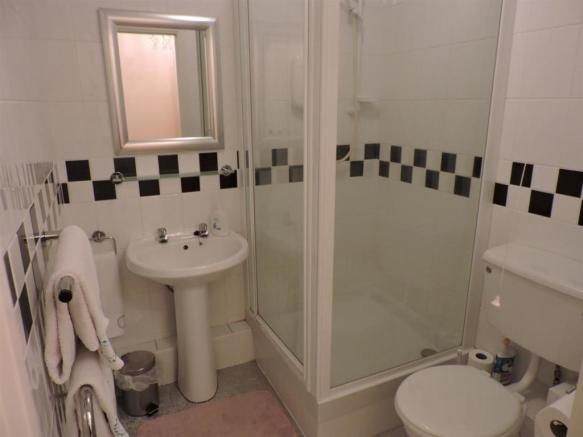 Ensuite to guest fac