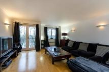 Flat to rent in Boatrace Court, Mortlake...