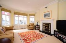 2 bedroom Flat in Castelnau Gardens...
