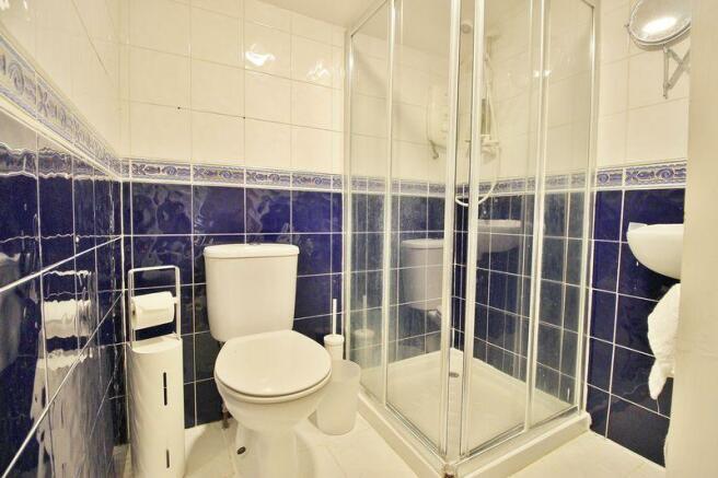 Studio Shower ...