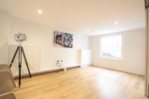2 bed Terraced property to rent in Lorne Gardens, London