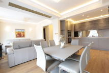4 bed Apartment in Connaught Street, London