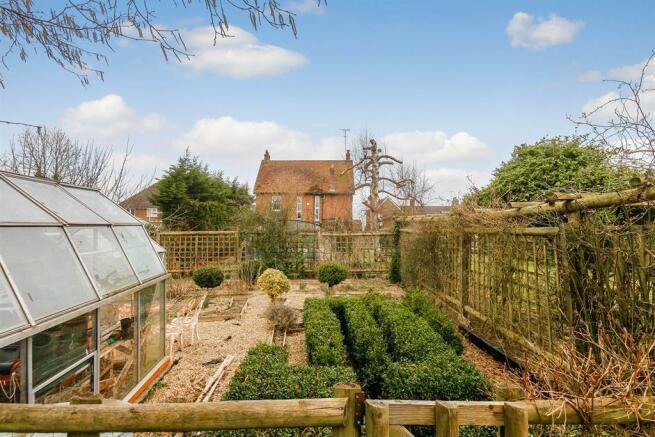 5 bedroom detached house for sale in horton road slapton leighton buzzard lu7 lu7 for Leighton buzzard swimming pool
