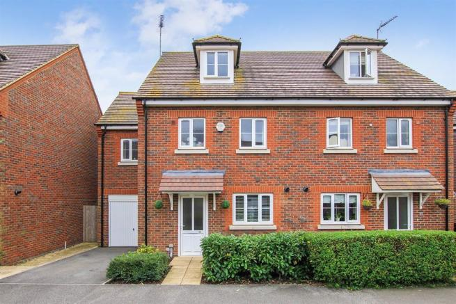 4 bedroom semi detached house for sale in manor avenue for Hockliffe garage doors