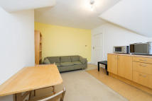 Flat to rent in Chester Road, N19 5DE