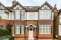 Apartment to rent in Loveday Road, London