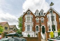 1 bed Flat in Avenue Crescent, Acton...