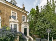 1 bed Ground Flat to rent in Richmond Road, Ealing...