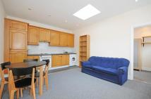 2 bed Flat to rent in Northfield Avenue...