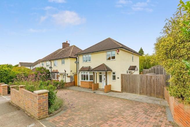3 Bedroom Detached House For Sale In Priors Close