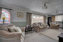 2 bedroom Detached property in Heather Drive, Whitby