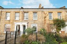 Flat to rent in Shrubland Road, London...