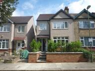 Studio flat to rent in Fairfield Avenue, London...