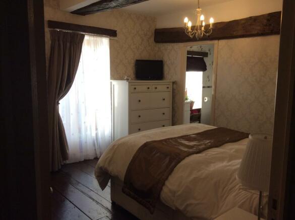 Bed 1 dble/en suite