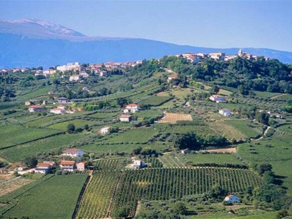 View Villamagna town