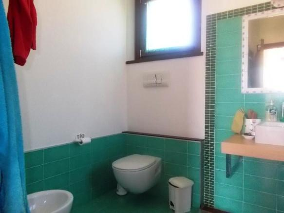 Nigth area bathroom