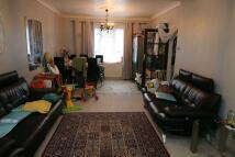 3 bedroom semi detached house in Winslow Way, Feltham...