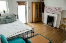 Studio flat in Villiers Road, Kilburn