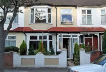 5 bed home in Park View Road, London