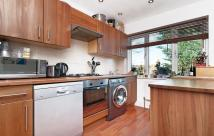 Flat to rent in Englewood Road, London...